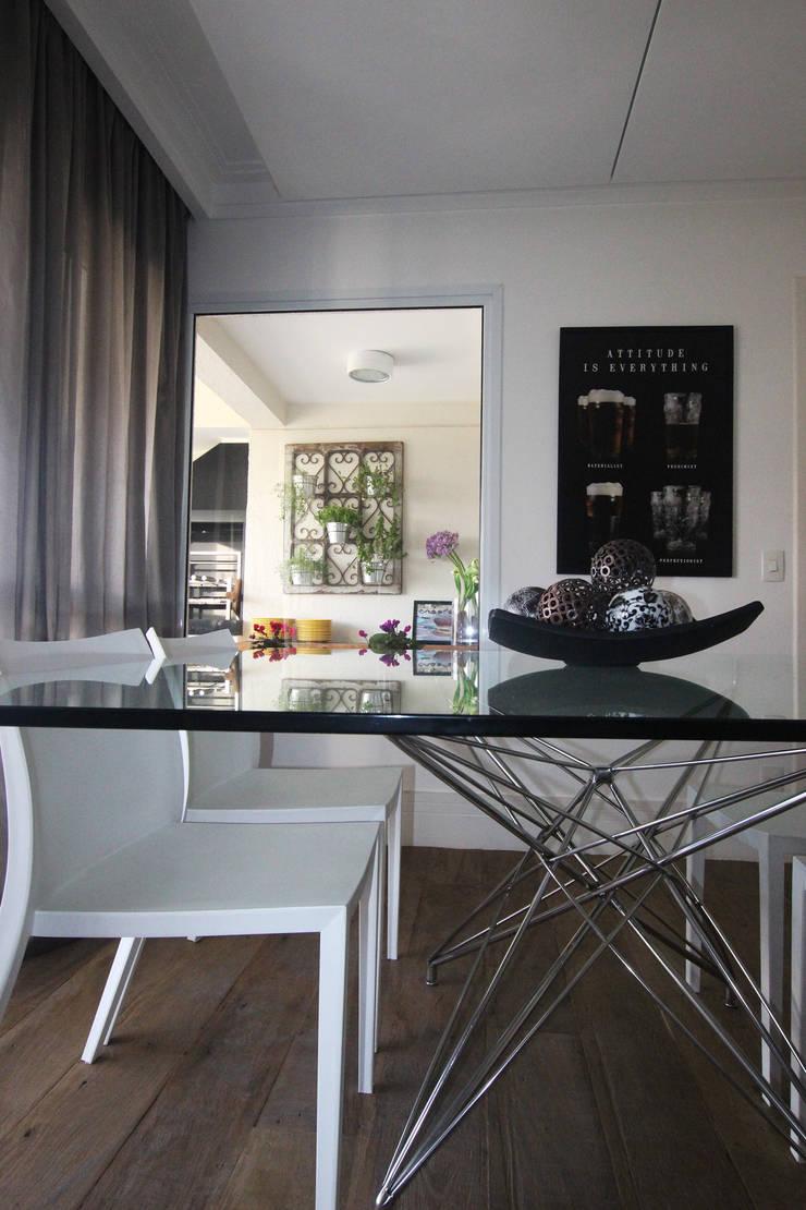 Residência Eusébio Stevaux Salas de jantar modernas por Ana Carolina Cardoso Arquitetura e Design Moderno