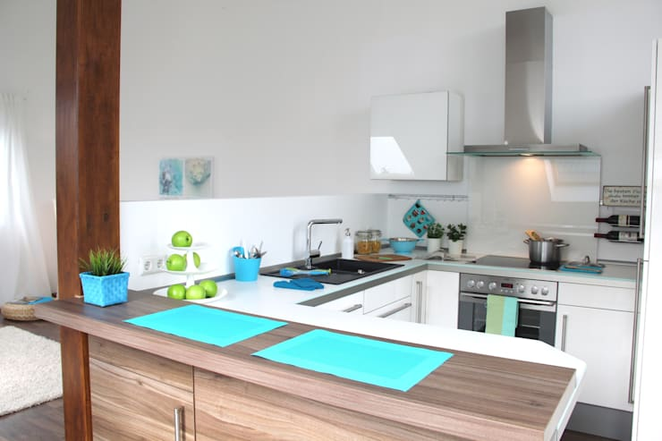 Küche nach dem Staging:  Küche von raumwerte Home Staging,Modern