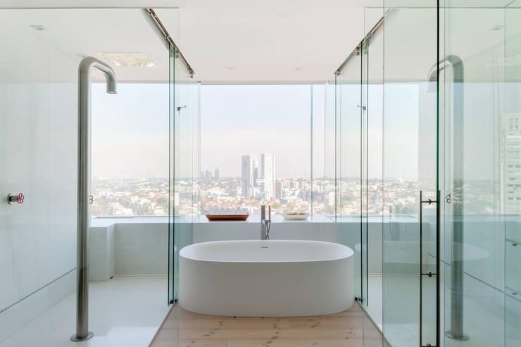 PH Diamante: Baños de estilo  por ARCHETONIC / Jacobo Micha Mizrahi