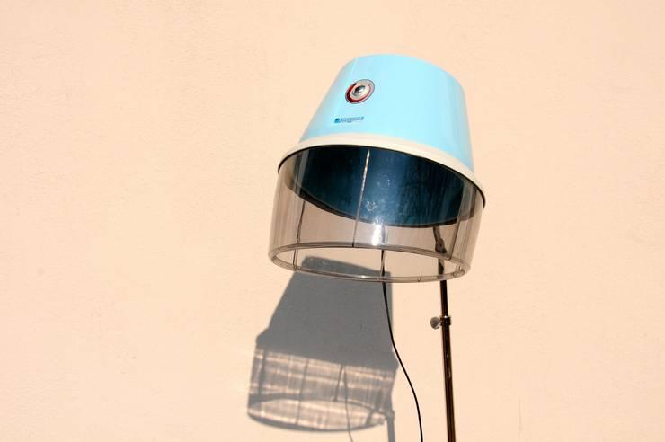 Friseurlampe himmelblau - Upcycling Design:  Wohnzimmer von Onkel Edison,