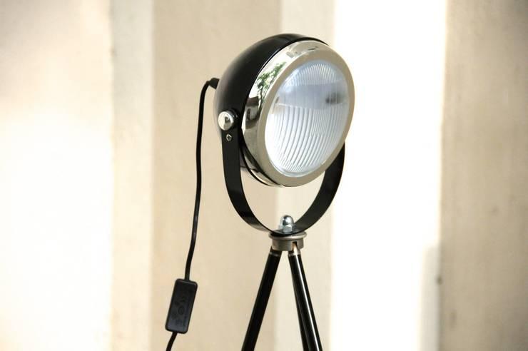 Stehlampe Retro Headlight schwarz:  Wohnzimmer von Onkel Edison,