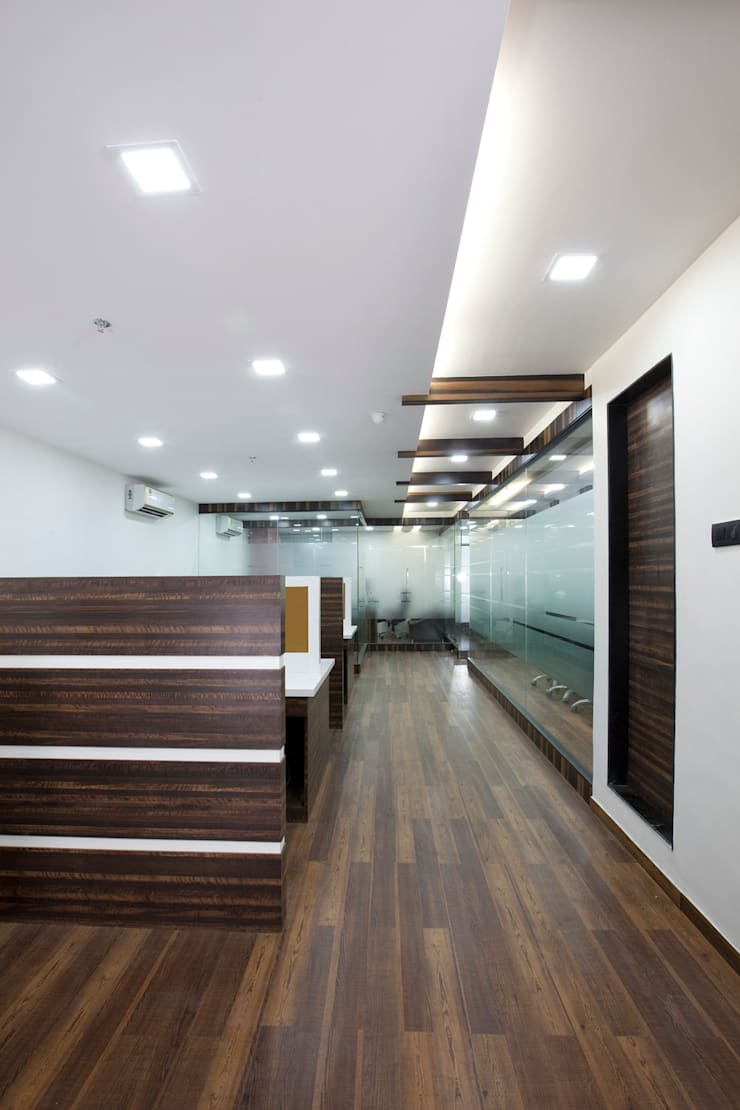 View from Entrance:  Commercial Spaces by Squaare Interior