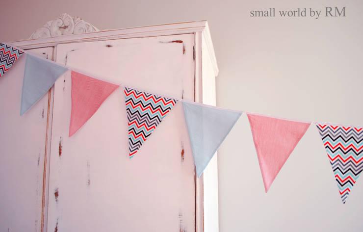 Guirnalda de banderines: Habitaciones infantiles de estilo  de Mundo Raquel