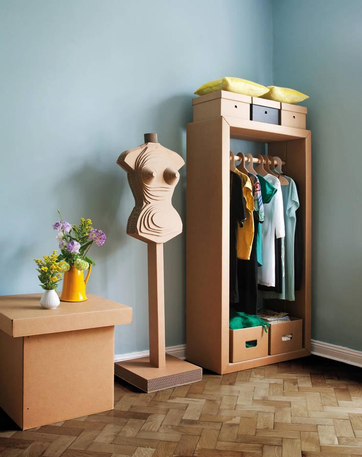 Garderobe ADAM RIESE und Figur HEIDI:   von Stange Design,