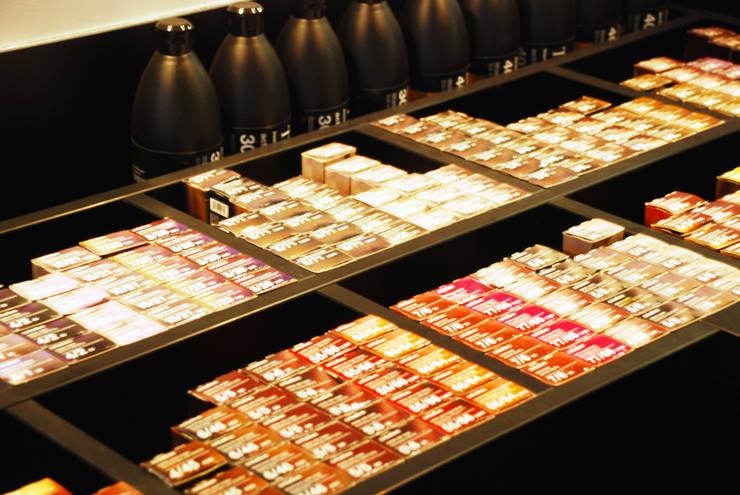 Farbendepot:  Geschäftsräume & Stores von INNEN LEBEN,Industrial