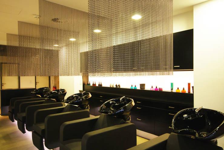 Waschbereich:  Geschäftsräume & Stores von INNEN LEBEN,Industrial