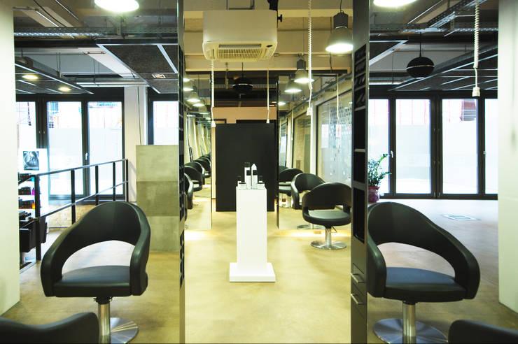 Schneideplätze:  Geschäftsräume & Stores von INNEN LEBEN,Industrial