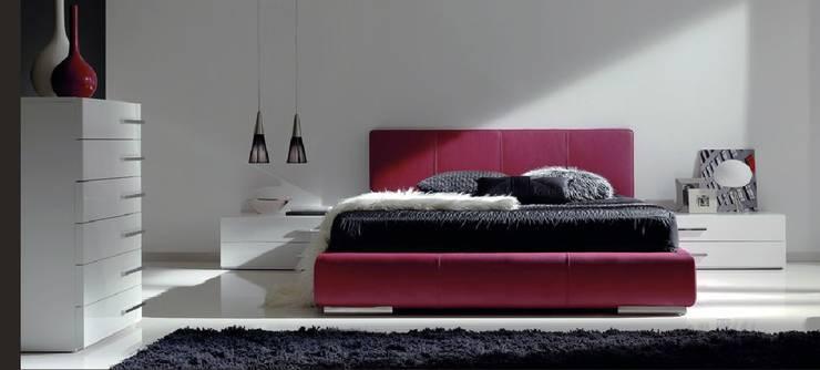 LA CANTARERIA MUEBLES Y DECORACION : Dormitorios de estilo  de LA CANTARERIA MUEBLES Y DECORACION