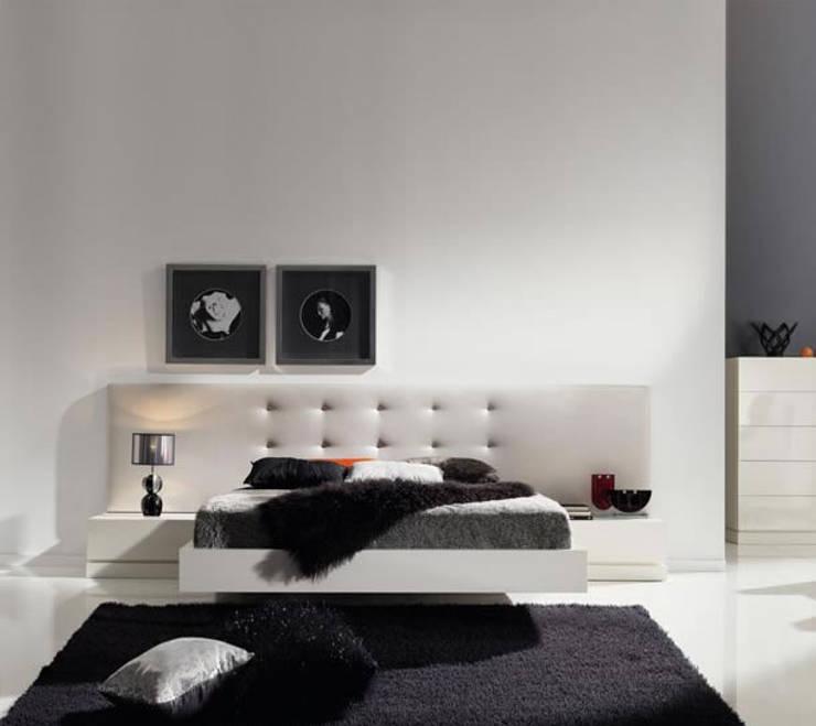 LA CANTARERIA MUEBLES Y DECORACION: Dormitorios de estilo  de LA CANTARERIA MUEBLES Y DECORACION