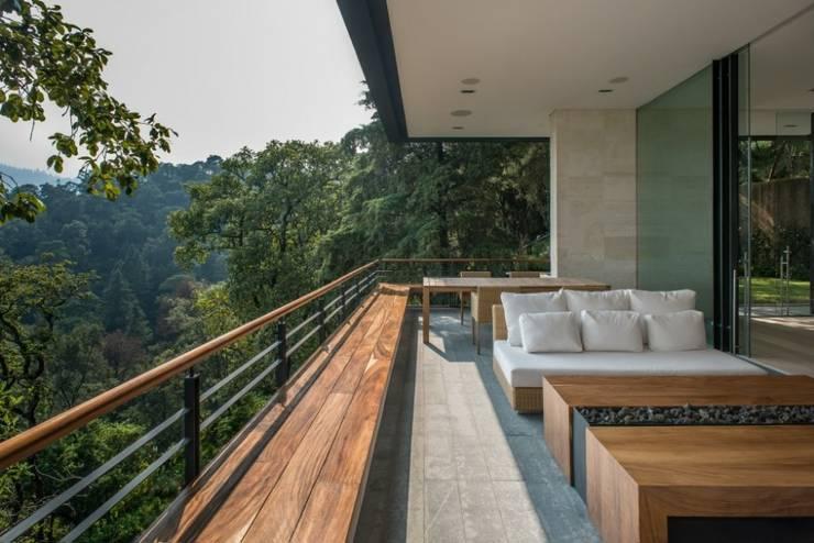 Terraza interior:  de estilo  por Rhyzoma - Arquitectura y Diseño