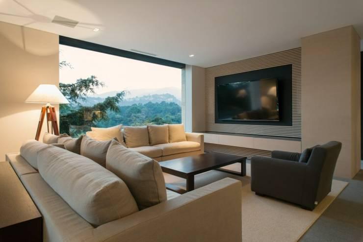 Sala de TV:  de estilo  por Rhyzoma - Arquitectura y Diseño