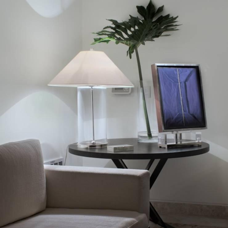 Sala de TV: Hogar de estilo  por Rhyzoma - Arquitectura y Diseño