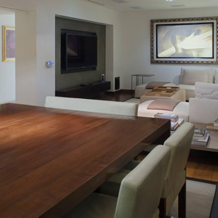 Antecomedor Family: Hogar de estilo  por Rhyzoma - Arquitectura y Diseño
