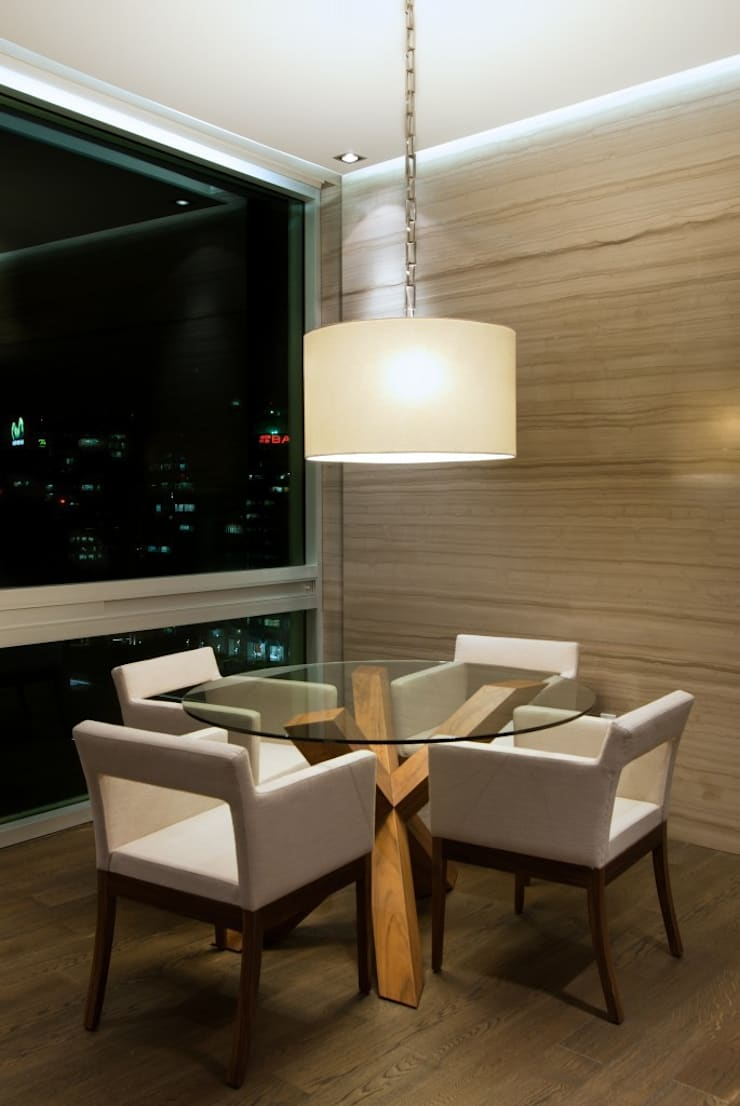 Oficinas: Estudios y oficinas de estilo  por Rhyzoma - Arquitectura y Diseño