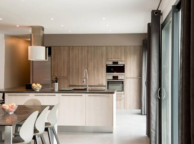 Maison à Saint Genis Laval: Cuisine de style  par Marion Lanoë Architecte d'Intérieur
