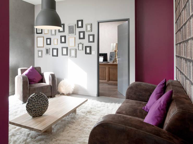 Maison à Pouilly Le Monial: Salon de style  par Marion Lanoë Architecte d'Intérieur