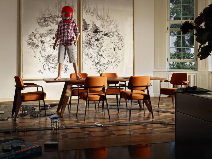 Vitra Home: Comedor de estilo  por Centro de Diseño Alemán