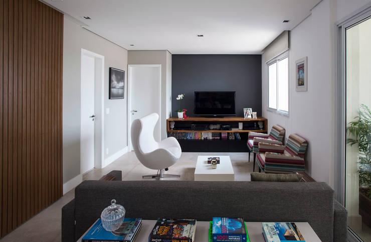 Sala de estar / Home-theater: Salas de estar  por Decorare Studio de Arquitetura