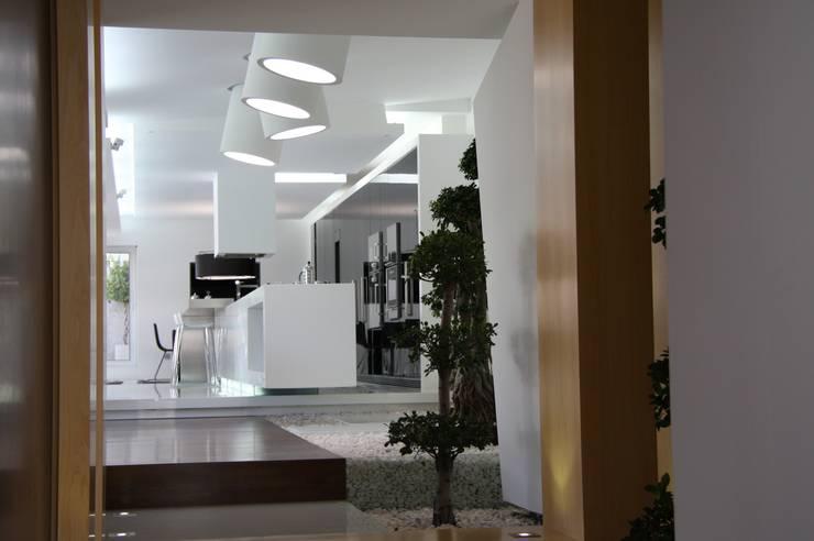 RS Design House : Casas  por Risco Singular - Arquitectura Lda