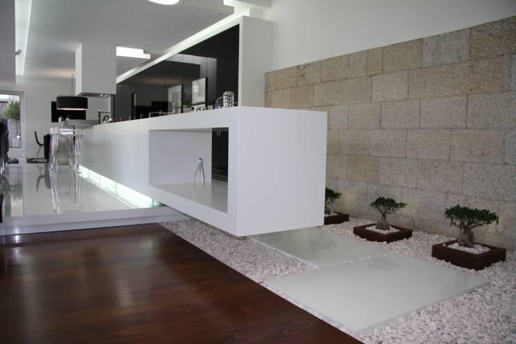 RS Design House : Casas minimalistas por Risco Singular - Arquitectura Lda