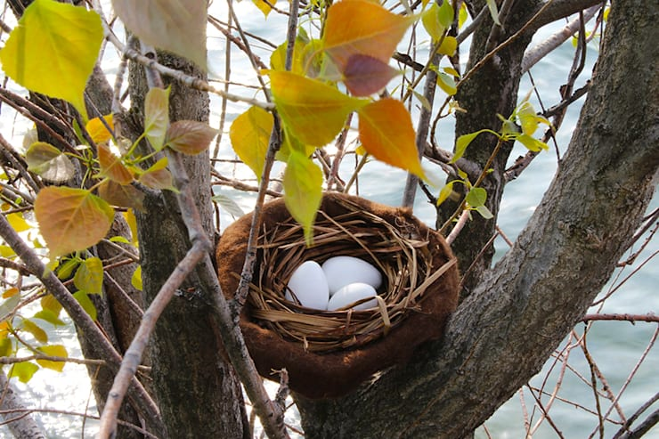 Nest  for Easter eggs. Step by step: Casa in stile  di Judith Byberg,