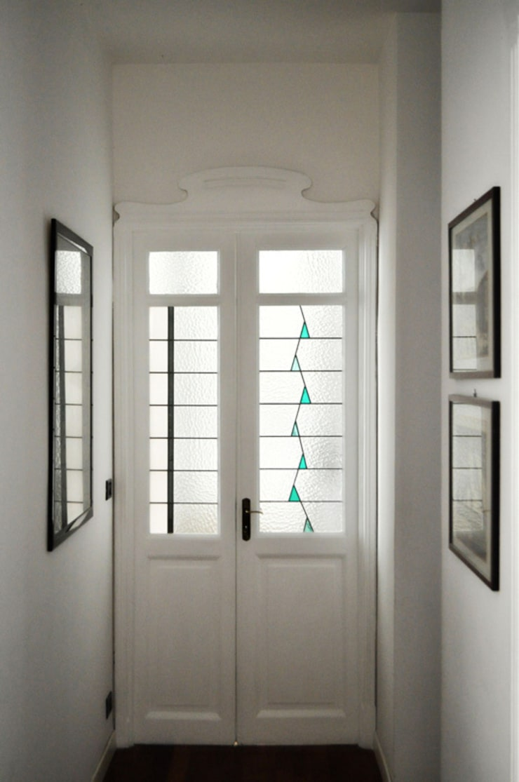 Casa d' architetto: Finestre & Porte in stile  di OPERA OFFICINE VETRARIE