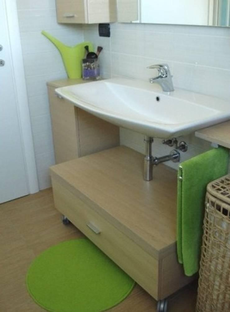 Zona bagno: Case in stile  di Barbara Balzani Architetto