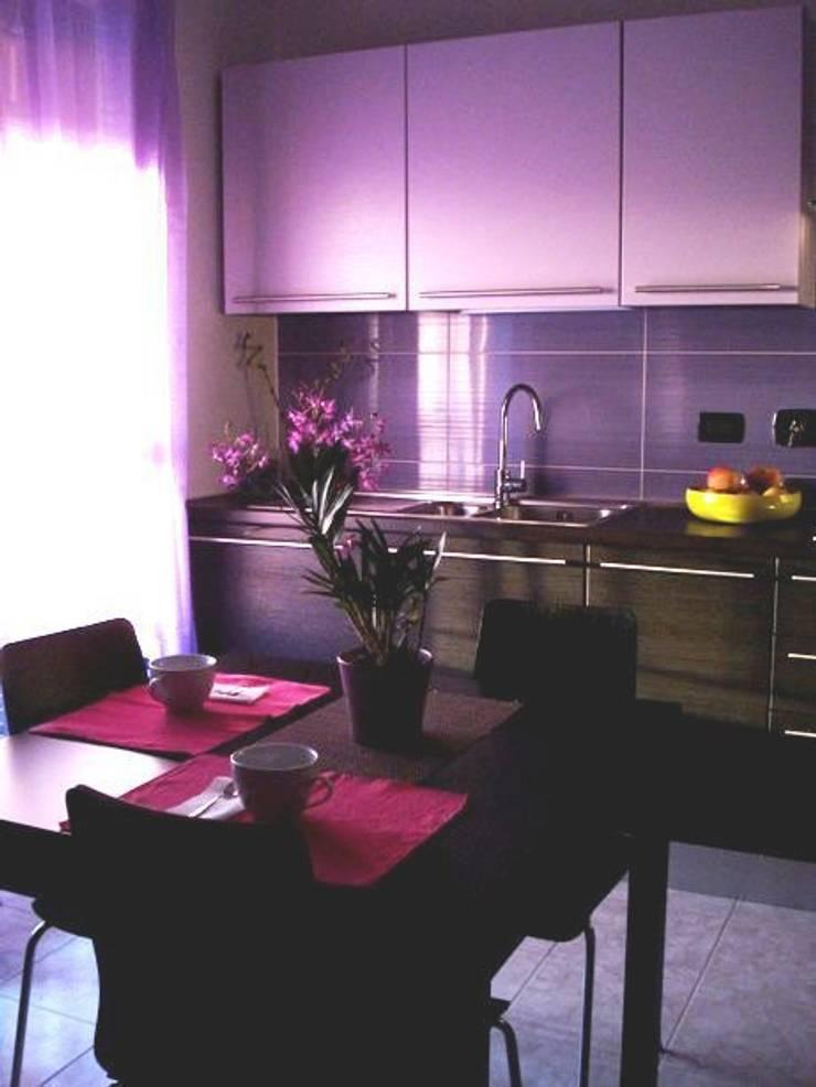 Zona pranzo: Case in stile  di Barbara Balzani Architetto