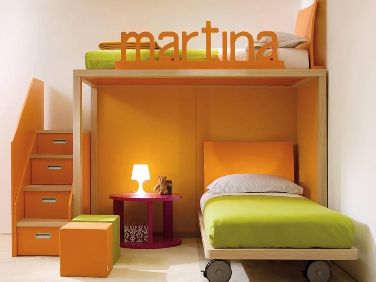 Design-Hochbett mit Containertreppe von dearkids : moderne Kinderzimmer von MOBIMIO - Räume für Kinder