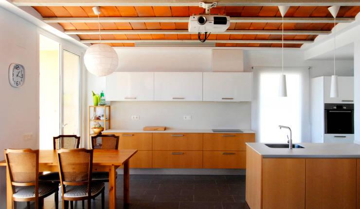 Projekty,  Jadalnia zaprojektowane przez NUA Arquitectures
