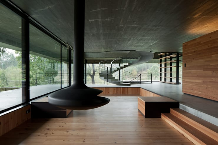 Duas casas em Monção: Salas de estar  por JPL Arquitecto