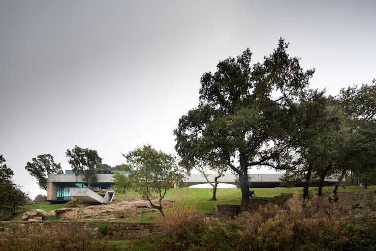 Duas casas em Monção: Casas modernas por JPL Arquitecto