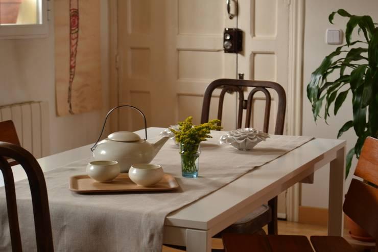 Piso en Atocha: Comedores de estilo  de Diseño Interior Bruto
