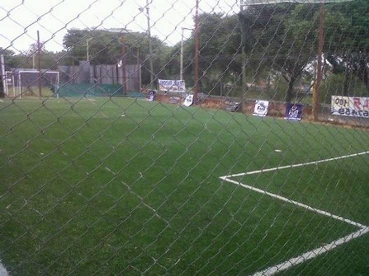 CANCHA DE FUTBOL 5: Gimnasios de estilo clásico por BENGAL CONSTRUCCIONES