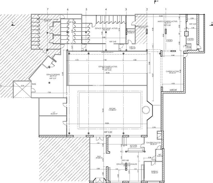 IDENTITE COULEUR - SALLE DE GYM -: Paysagisme d'intérieur de style  par ATELIER KA-HUTTE