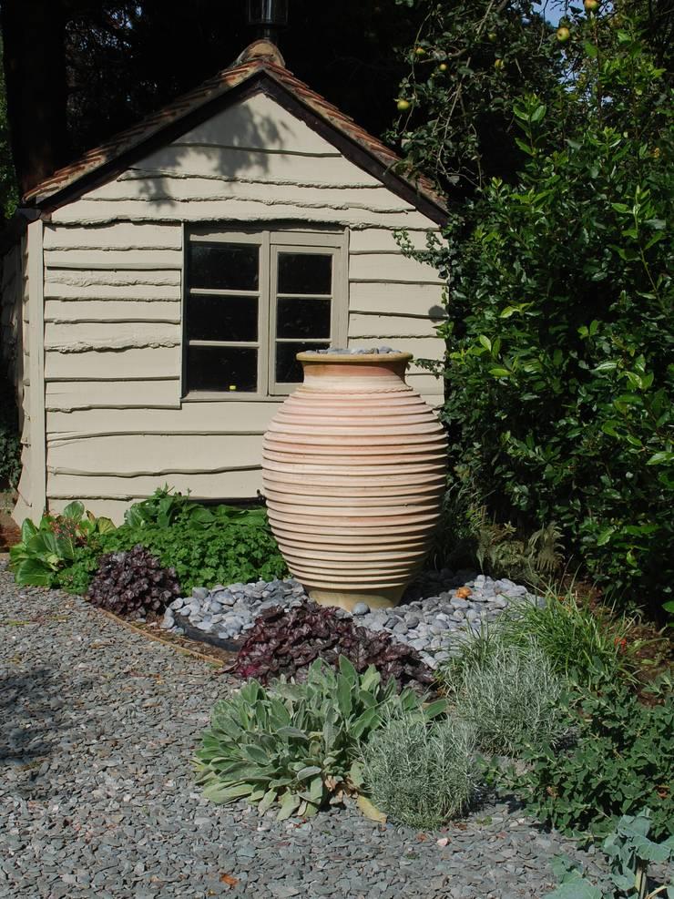 Private family garden:  Garden by Viridian Landscape Studio