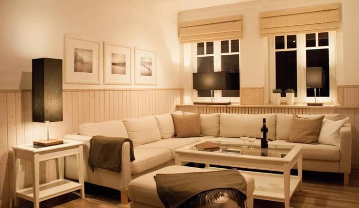 die Herren Edel.: skandinavische Wohnzimmer von die Herren Edel
