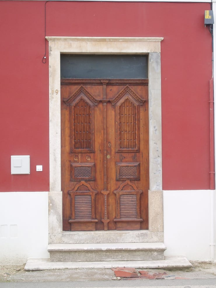 Recuperacion de puerta original:  de estilo  de a2g.arquitectura