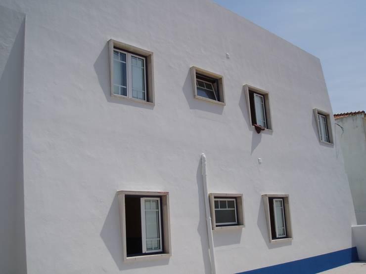 Fachada Trasera (Despues):  de estilo  de a2g.arquitectura
