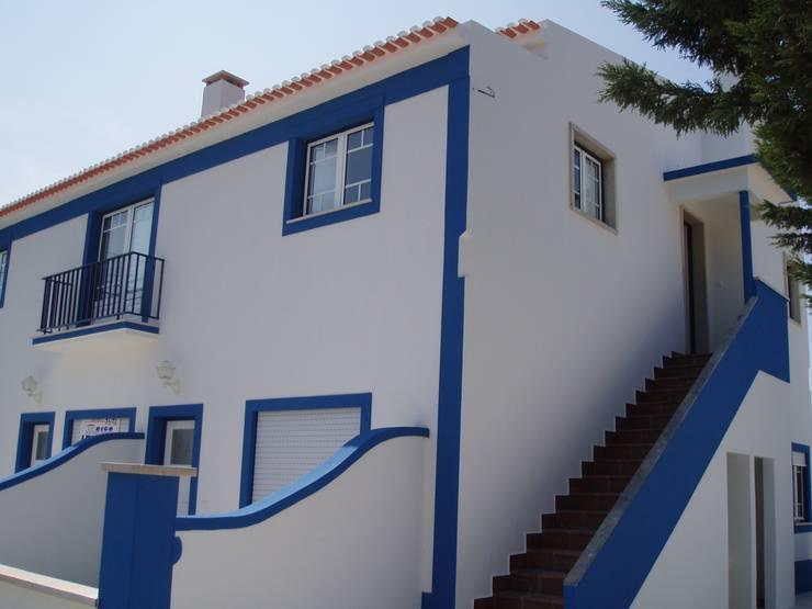 Escalera (Despues):  de estilo  de a2g.arquitectura