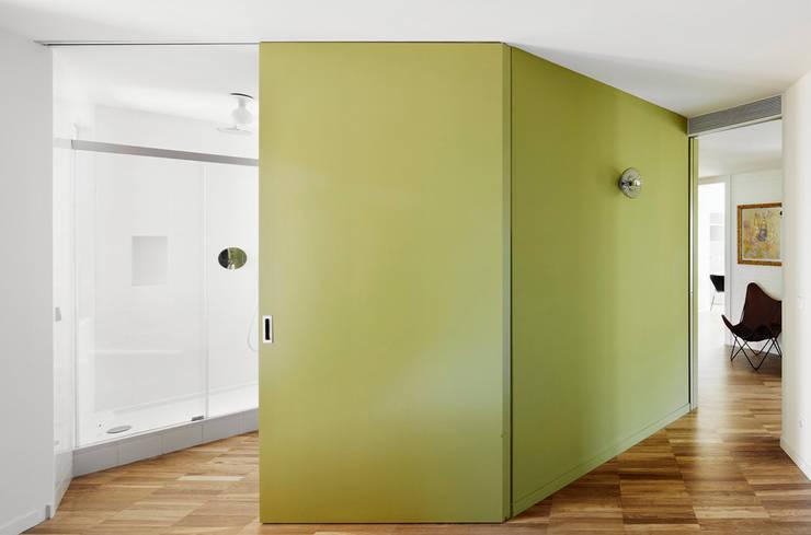 REFORMA INTEGRAL E INTERIORISMO DE PISO EN CHAFLÁN DEL EIXAMPLE DE BARCELONA: Casas de estilo  de M2ARQUITECTURA