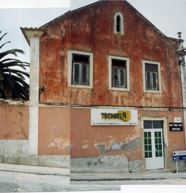 Fachada Lateral (Antes):  de estilo  de a2g.arquitectura