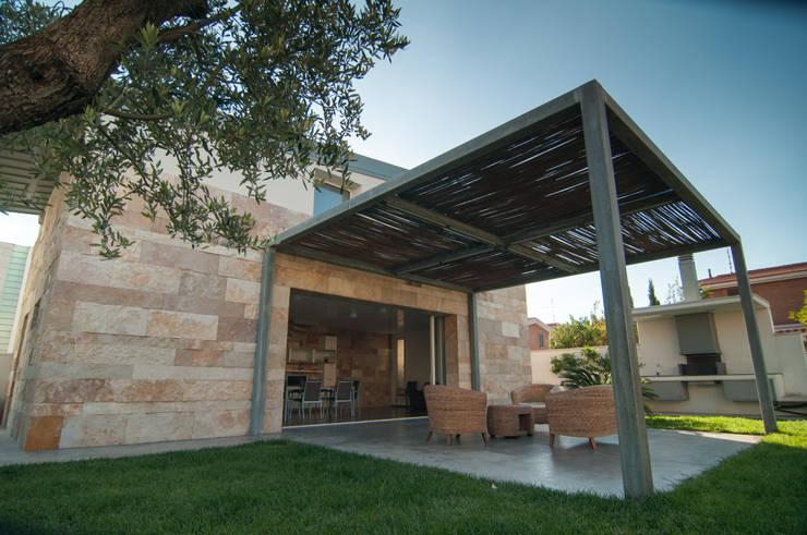 Casa La Pietra – Campomarino Lido: Casa in stile  di Fernando A.Baldassarre architetto