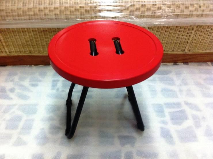 Butt-On (Taburete/Mesa lateral).: Hogar de estilo  por Eidética