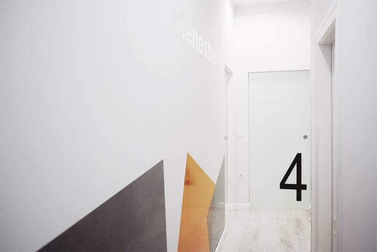 Pasillo: Clínicas de estilo  de interior03