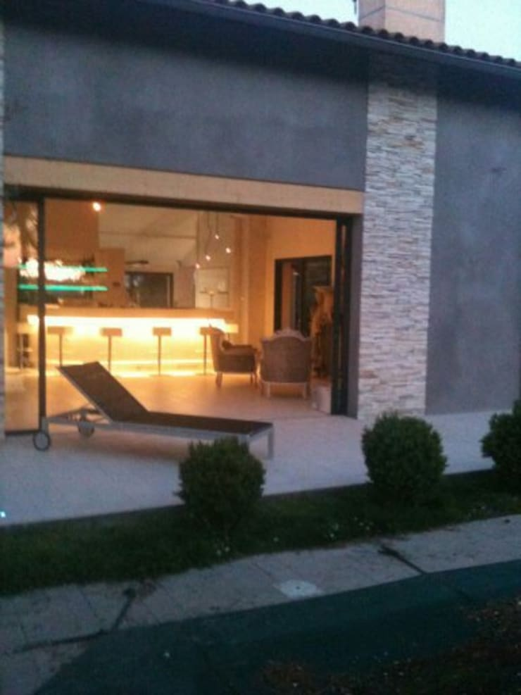 Rénovation Maison 80's Lyon France: Maisons de style  par Agence Philippe BATIFOULIER Design