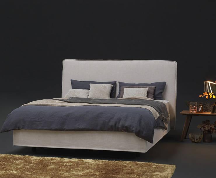 Möller Design Bohemian Soft American Boxspring Bett: moderne Schlafzimmer von KwiK Designmöbel GmbH