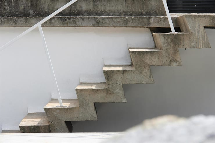The Selfless House:  Corridor & hallway by LIJO.RENY.architects