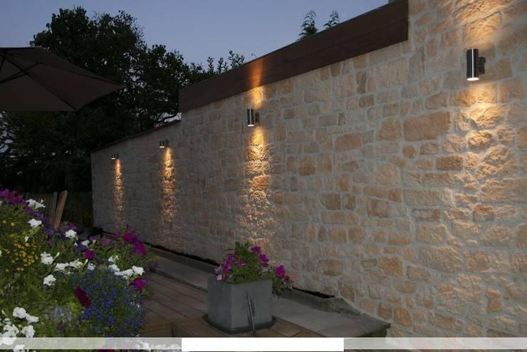 Piedra para muro imitacion a piedra natural: Paredes y suelos de estilo  de ARQUE PIEDRA RECONSTITUIDA SL