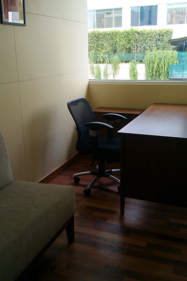 Office Interiors:  Office buildings by Avante India